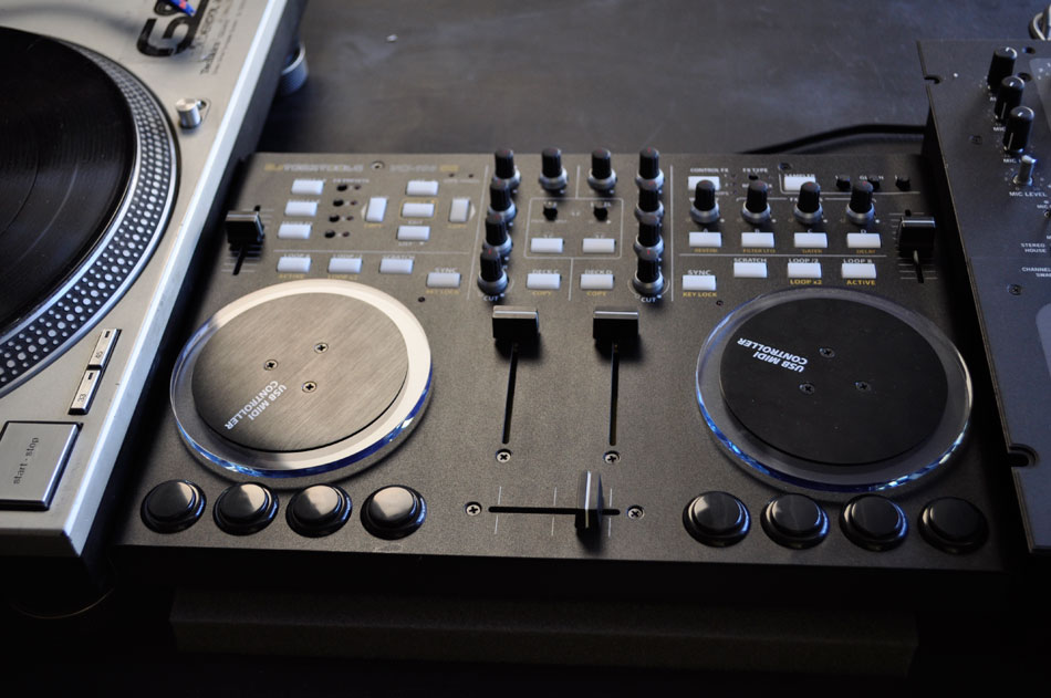 Move the Turntable. controller_moved & Please Remember the Turntables Too... - DJ TechTools
