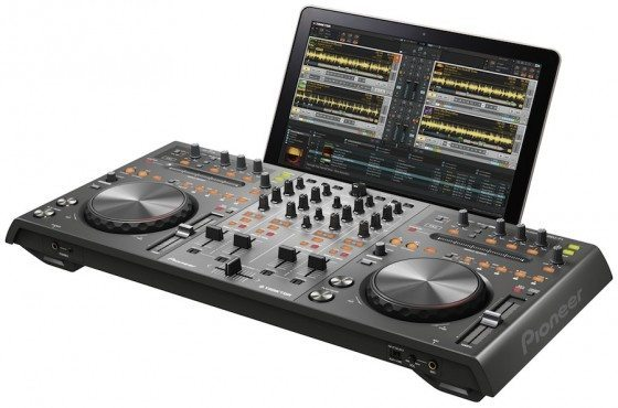 DDJ-T1 with laptop dock