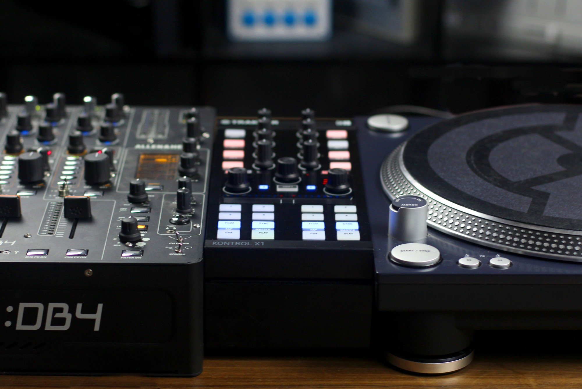 X1 MK2 is mixer-height with the optional Kontrol Stand.